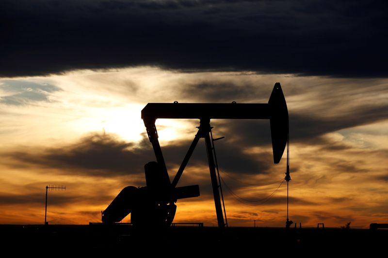 Preços do petróleo sobem mais de 2% após queda nos estoques dos EUA