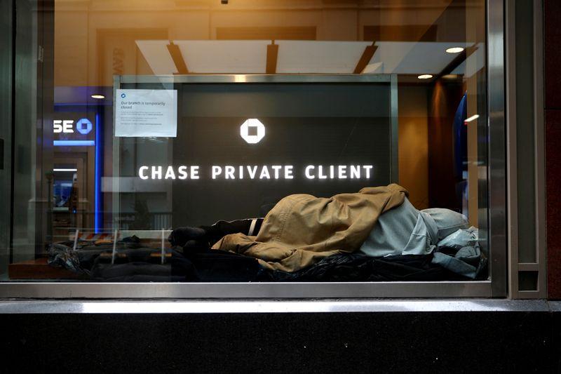 Bancos dos EUA avaliam demissões de olho em custos de longo prazo