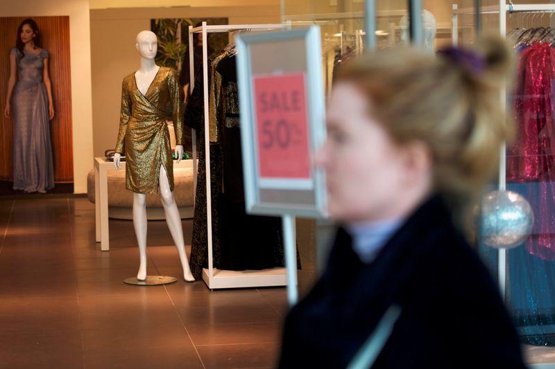 Gastos dos consumidores dos EUA parecem desacelerar em agosto
