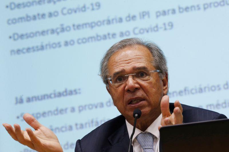 ANÁLISE-Guedes perde influência à medida que Bolsonaro assume rédeas dos gastos