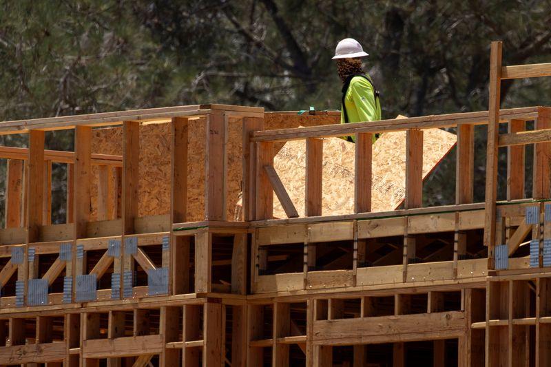 Início de construção de novas moradias nos EUA recua em agosto
