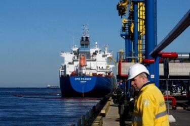 Exportação de petróleo da Rússia deve seguir estável em outubro, indica mercado