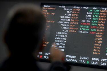 Ibovespa fecha em queda com Wall Street; preocupação fiscal permanece