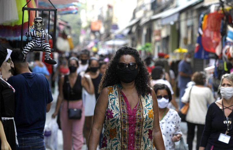 Confiança de serviços no Brasil volta a subir em setembro, mas ganhos mostram desaceleração, diz FGV