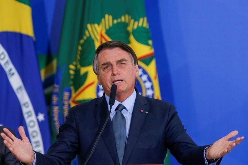Bolsonaro reclama de reação do mercado e pede sugestões para financiar Renda Cidadã