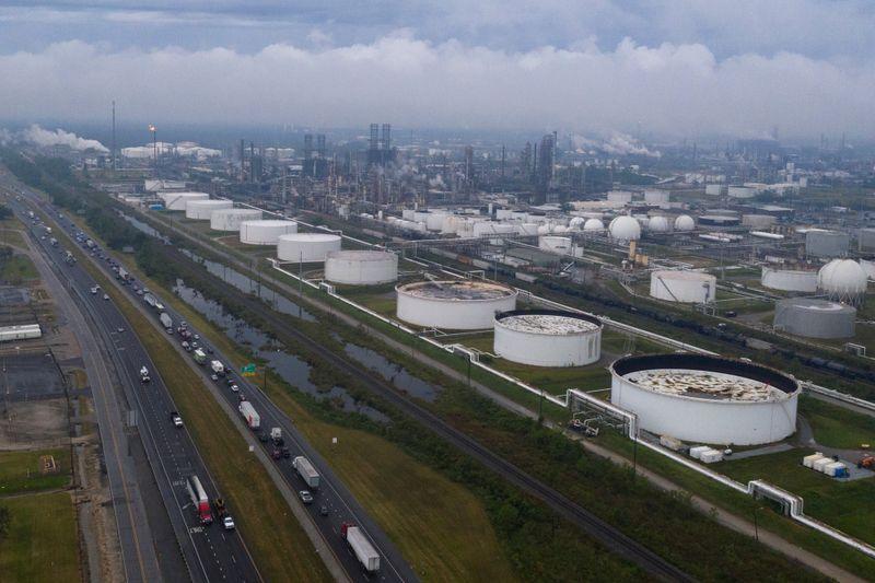 Furacão gera maior interrupção em 15 anos na produção de petróleo offshore dos EUA
