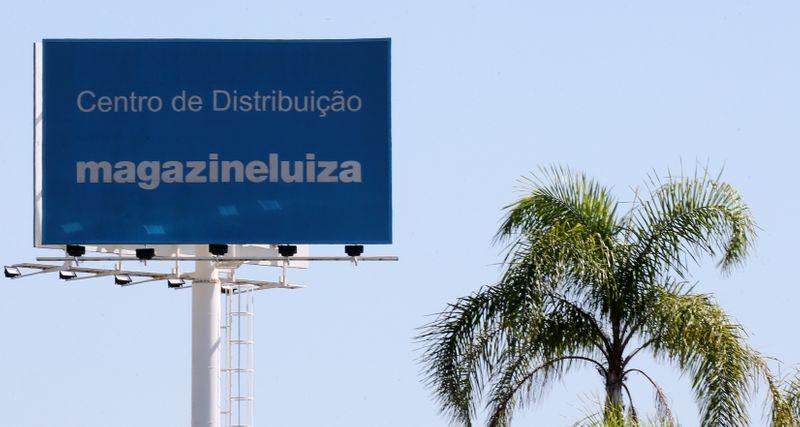 Ibovespa fecha em alta com Magazine Luiza renovando recorde a R4