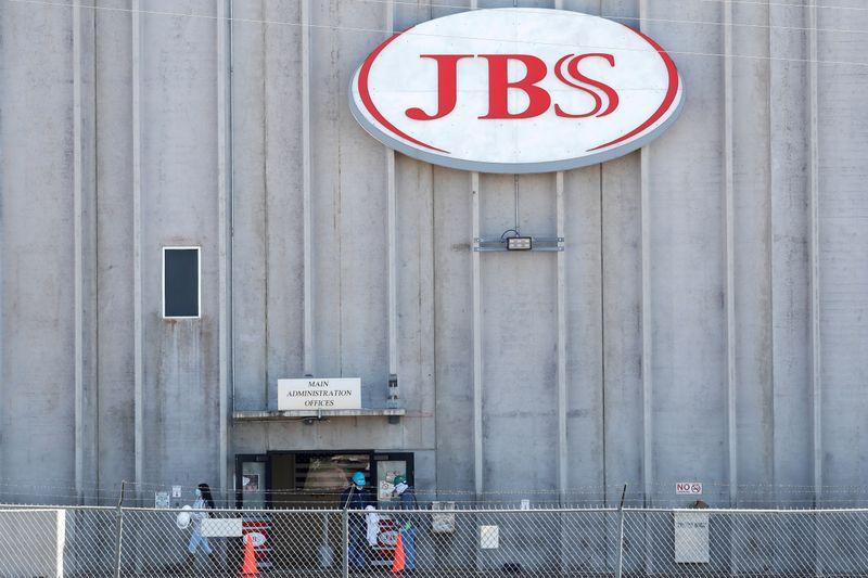 Ibovespa recupera os 99 mil pontos; ação da JBS dispara mais de 9%