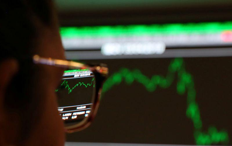 Ibovespa recua com preocupações sobre retomada de economias