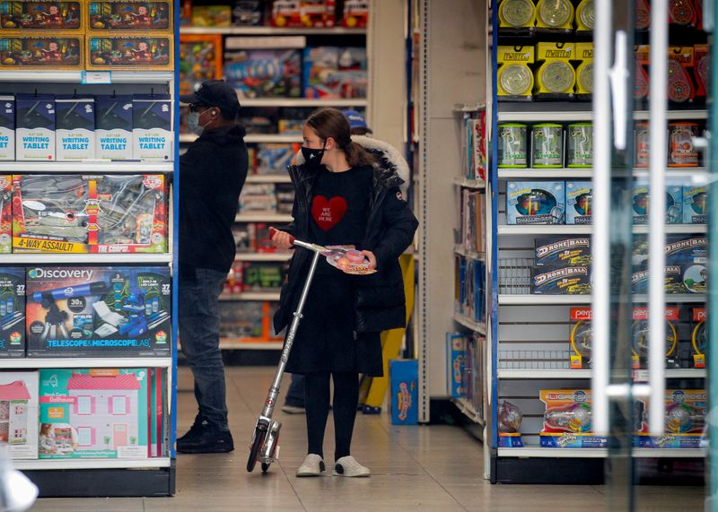 Vendas no varejo nos EUA superam expectativas, mas perspectiva é incerta