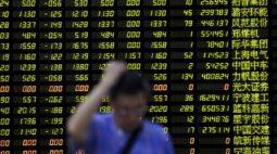 Ações chinesas recuam com pressão de veículos elétricos e empresas de tecnologia; otimismo econômico limita perdas