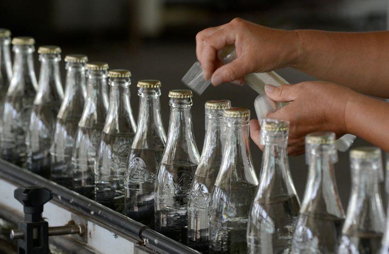 Ações da China recuam após resultado de fabricante de bebidas ficar abaixo das estimativas