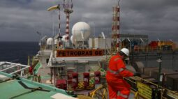 Brasil amplia exportação de petróleo à China e é o 3º maior fornecedor em setembro