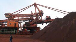 Minério de ferro atinge mínima de 4 semanas com aumento dos estoques na China