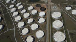 Estoques de petróleo dos EUA disparam com aumento de produção, diz AIE