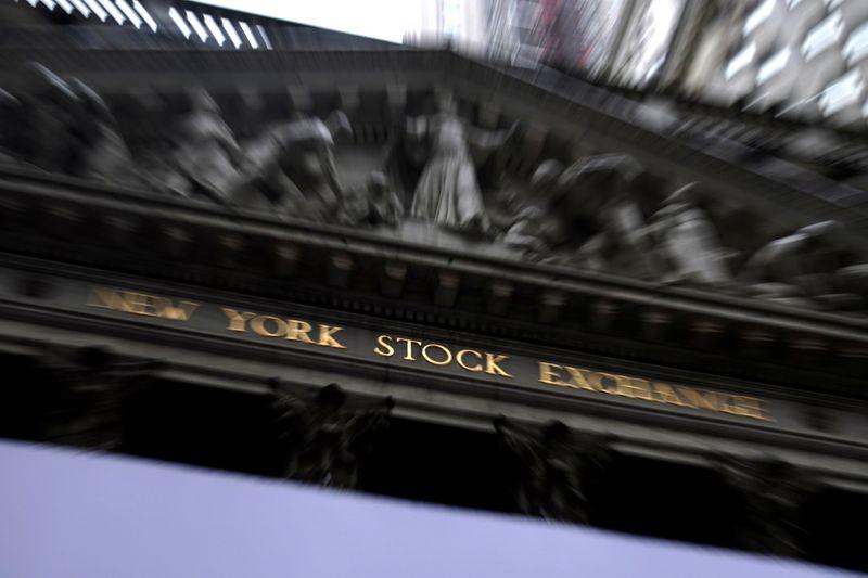 Wall St cai 3%, Dow Jones recua às mínimas do fim de julho com pandemia