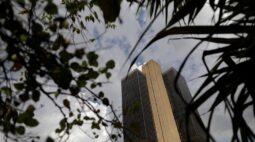 REPERCUSSÃO-BC mantém Selic em 2%, reconhece pressão inflacionária, mas deixa porta aberta para corte