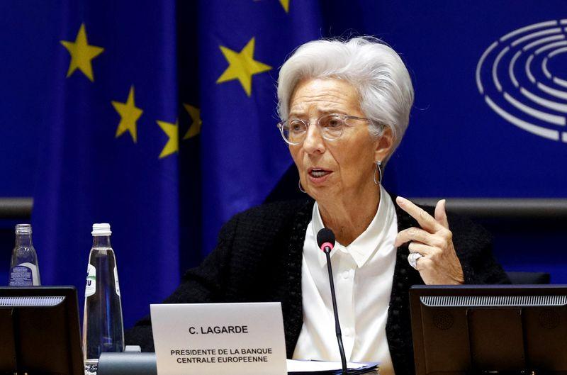 Lagarde, do BCE, diz que Covid-19 está claramente piorando perspectivas econômicas de curto prazo