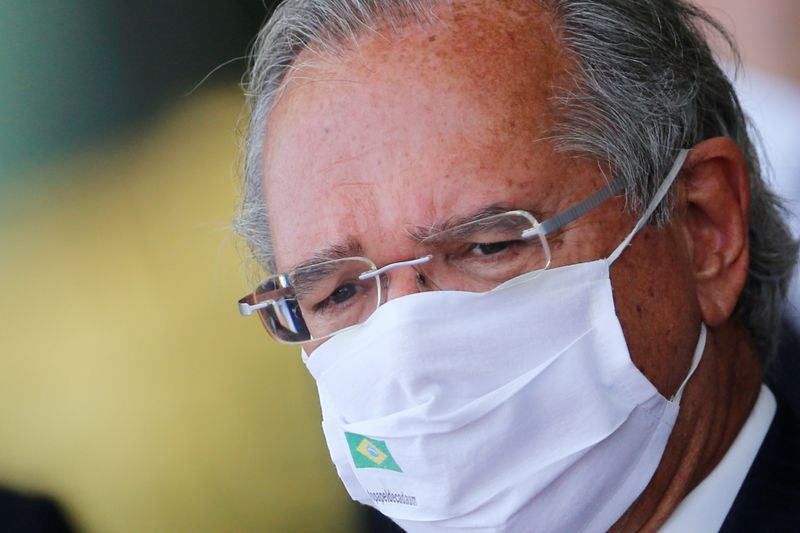 Contra imposto digital, Febraban financia ministro fura-teto, diz Guedes