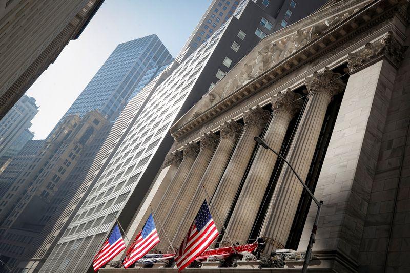 Wall St avança com salto em ações de Cisco e Disney após balanços