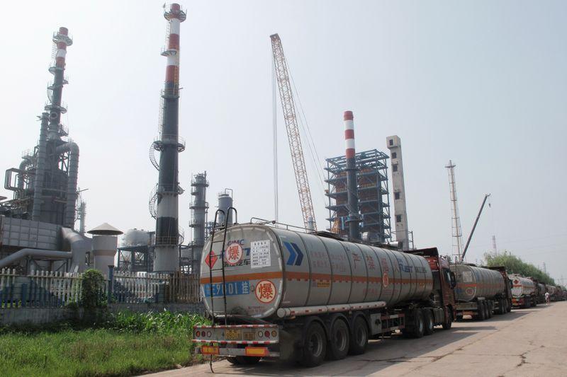 Produção de refinarias na China tem recorde em outubro com demanda firme por gasolina