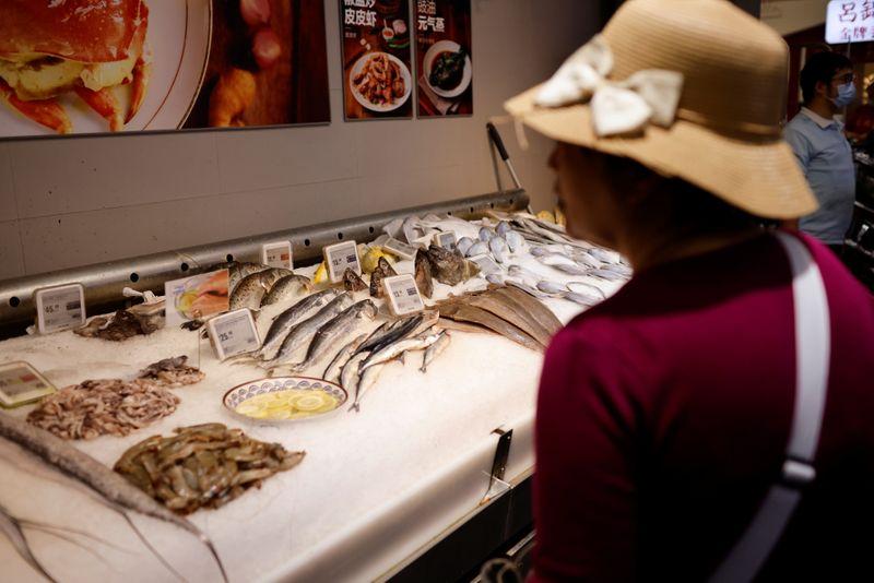 Parceiros comerciais da China reagem irritados a exames de coronavírus em alimentos