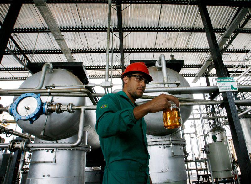 Brasil abre caminho para uso de matéria-prima importada na produção de biodiesel