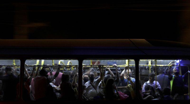 Senado aprova projeto de auxílio ao setor de transporte público