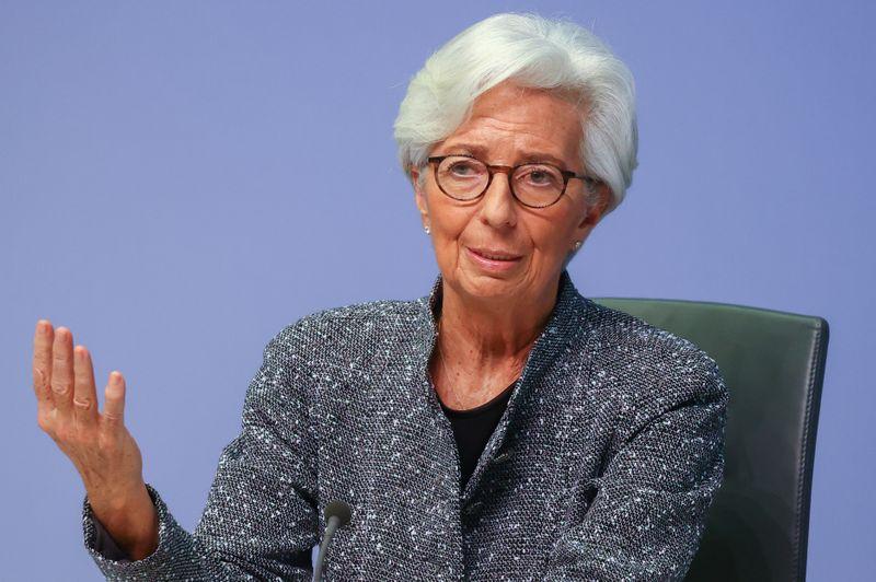 CORREÇÃO-Diante de cenário sombrio, Lagarde pede que ajuda da UE seja destravada