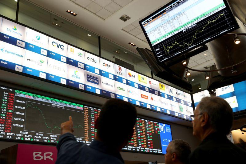 Ibovespa enfraquece após encostar em 107 mil pontos; PetroRio salta mais de 20%