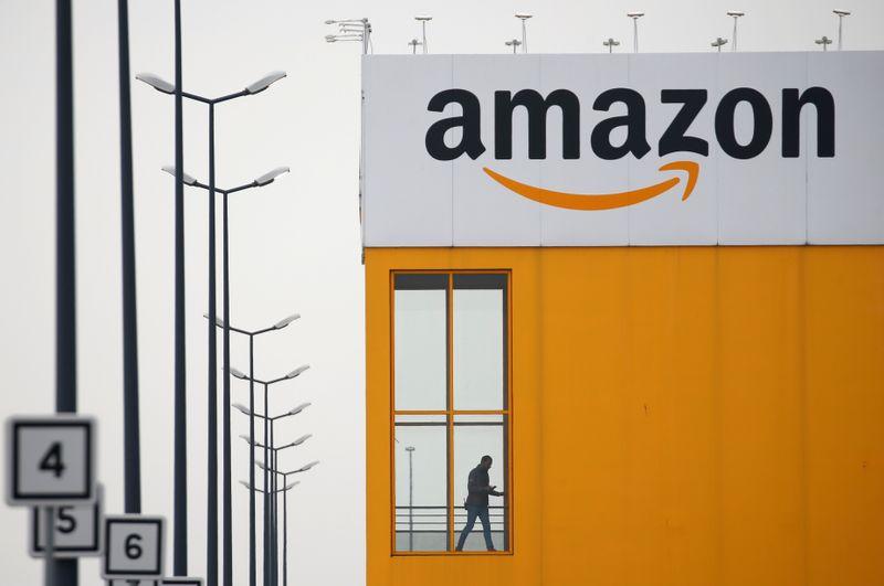 Rivais focam em presentes para desafiar Amazon em Natal da pandemia