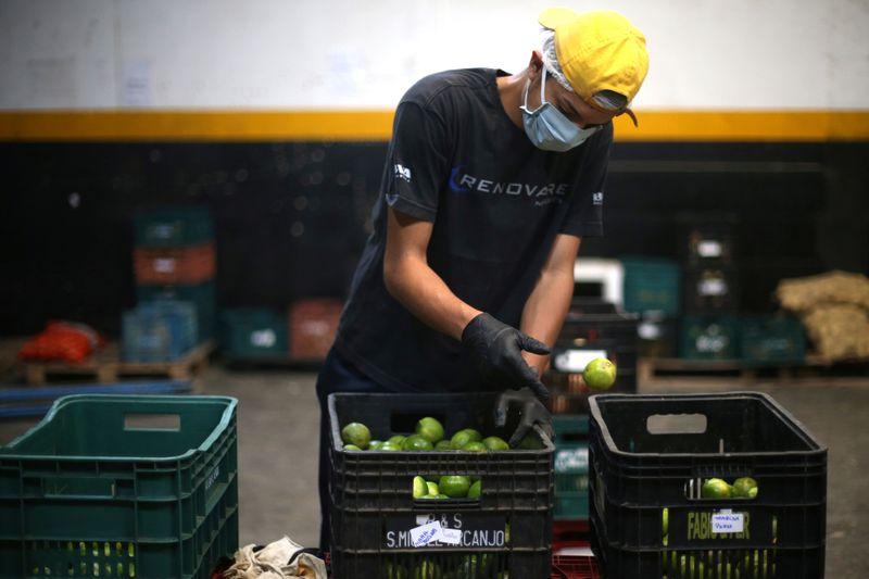 Alimentos pressionam e preços ao produtor no Brasil têm em outubro maior alta da série