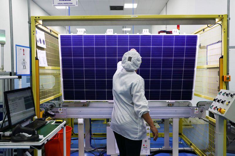 Confiança da indústria no Brasil toca máxima em mais de 10 anos em novembro, diz FGV