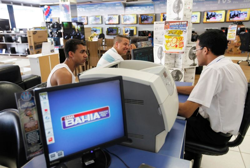 CORREÇÃO-Covid-19 reforça ecommerce em Black Friday no Brasil