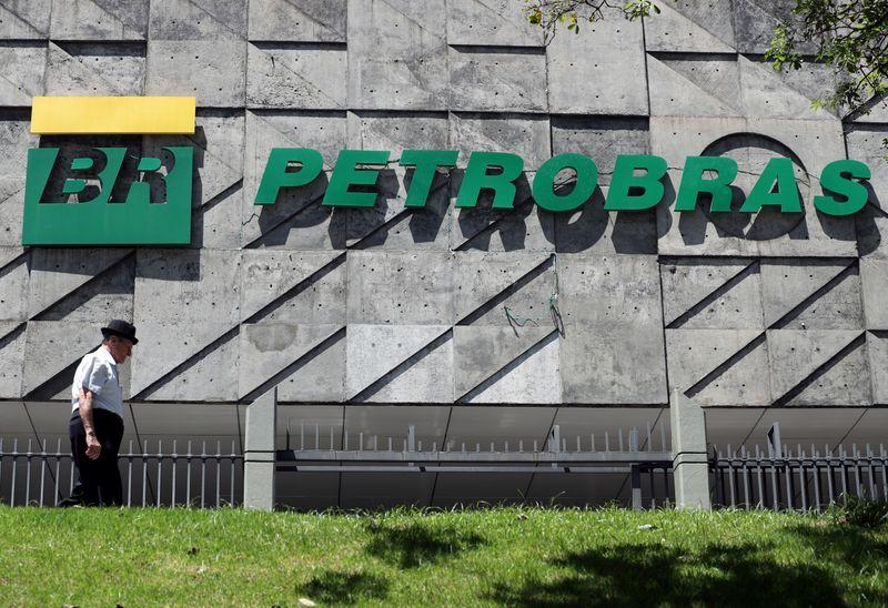 Petrobras aponta queda nas vendas de seu óleo no país e impacto de desinvestimentos
