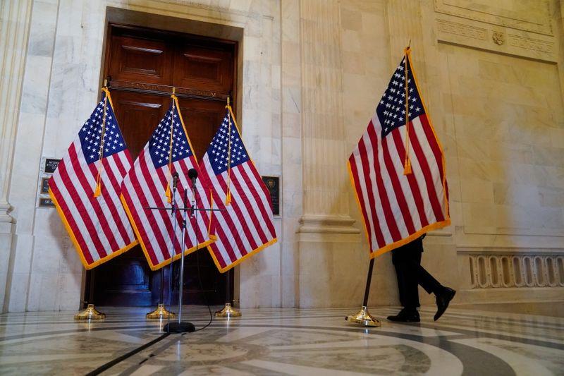 Congresso dos EUA corre para evitar paralisação do governo em dezembro em meio a pandemia