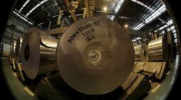 Indústria do Brasil enfrenta inflação recorde de insumos em novembro por perdas do real, mostra PMI