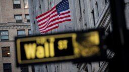 Wall St recua na abertura após decepção com criação de vagas no setor privado