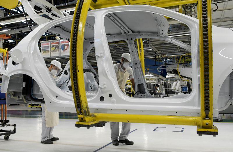 Setor de veículos vê risco de produção por problemas em cadeias de suprimentos, diz Anfavea