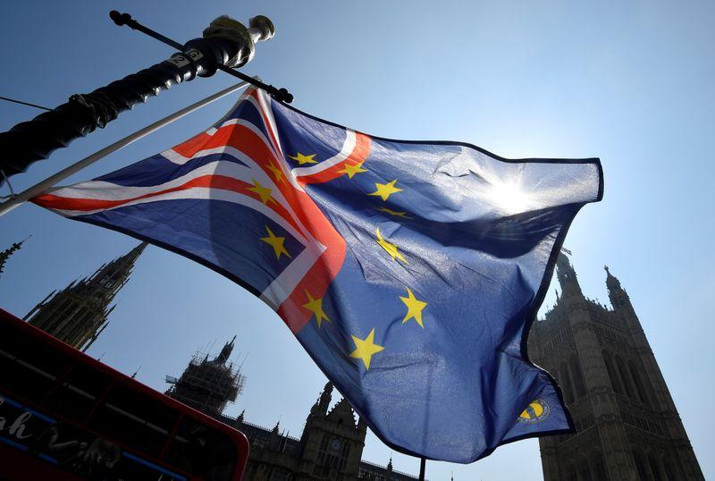 """UE promete """"impulso final"""" em acordo comercial com Reino Unido com divergências sobre pesca diminuindo"""