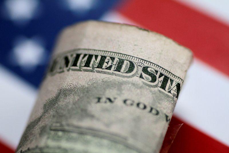 Dólar engata 3ª alta seguida e bate máxima em quase 2 semanas puxado por exterior