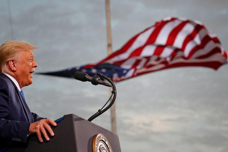 Ameaça de veto de Trump levanta perspectiva de paralisação do governo ao fim do ano