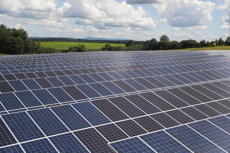 ENFOQUE-Energia solar cresce 70% no Brasil apesar de pandemia e atrai grandes empresas