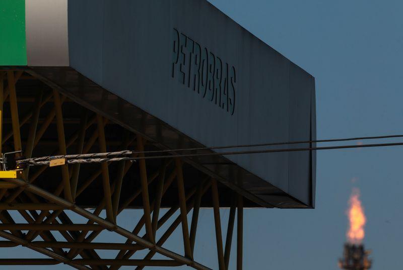 Brasilcom pede ao Cade suspensão temporária da venda de refinarias da Petrobras