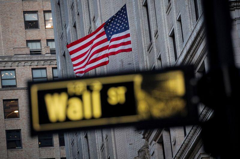 Wall St fecha em máxima recorde com sanção de estímulo fiscal