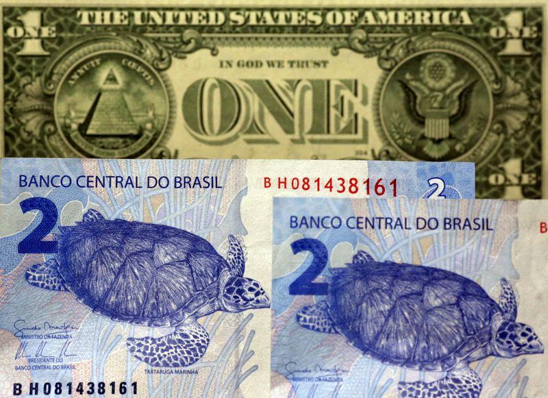 Dólar cai 1% com otimismo externo em penúltima sessão do ano