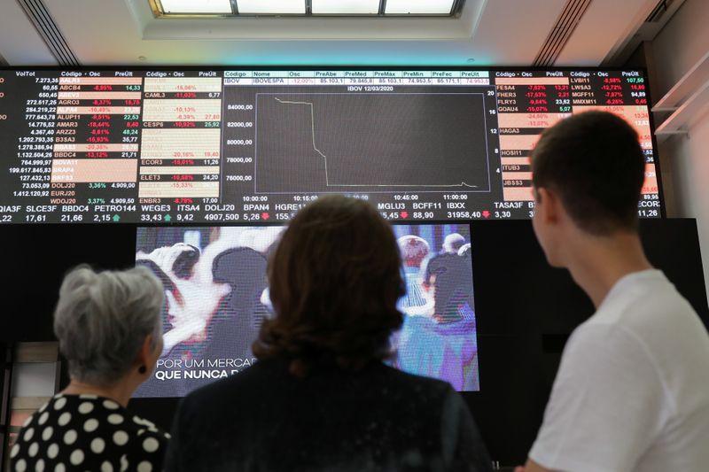 Investidores brasileiros e estrangeiros salvam Ibovespa em 2020