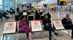 Número de passageiros em aeroporto do Reino Unido cai 88% em meio a restrições