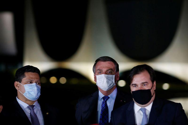 Bolsonaro ensaia discurso em defesa do teto de gastos após reunião com Maia, Alcolumbre e Guedes