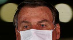 Bolsonaro admite discussão sobre furar teto de gastos e critica reação do mercado